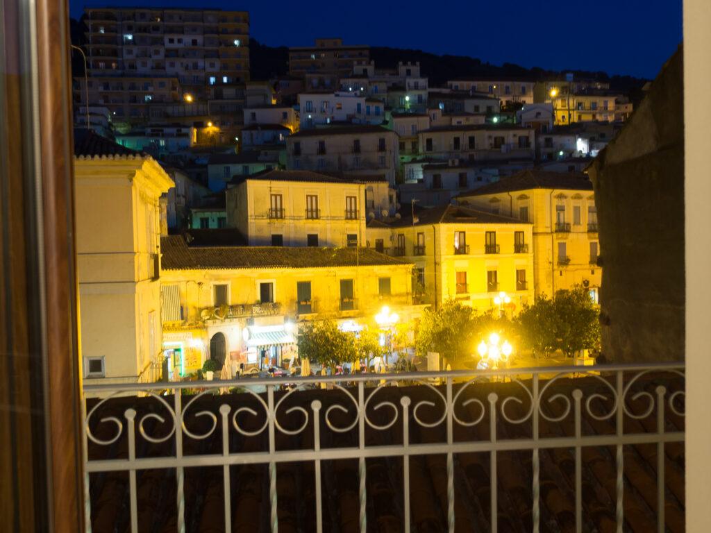 Vista Piazza luxurious 2 bedroom apartment in Pizzo Piazza della Repubblica, Piazza views