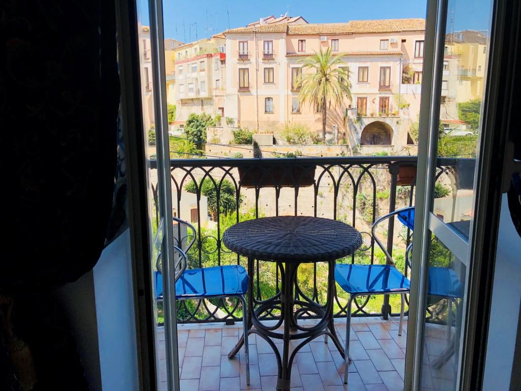 Appartamento dei Gatti Azzurri. 1 bedroom apartment in Pizzo city center, sea views