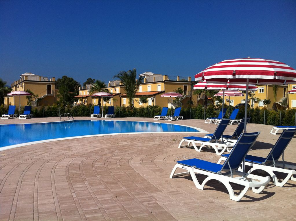 Pizzo beach club – 1 bedroom, 1 bathroom garden apartment