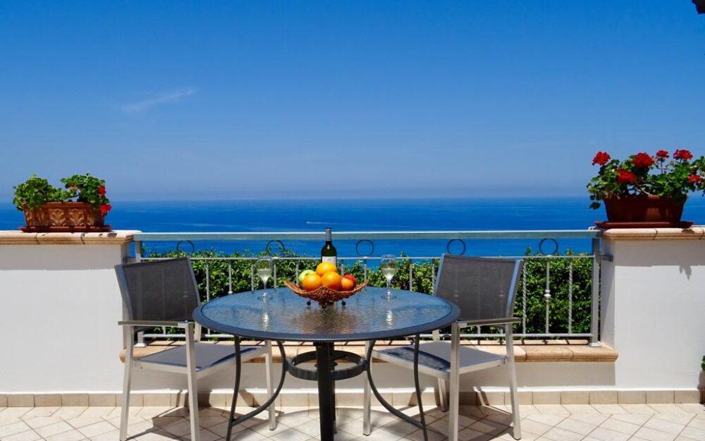 Private gated villa/bungalow Zambrone hills – Sea views